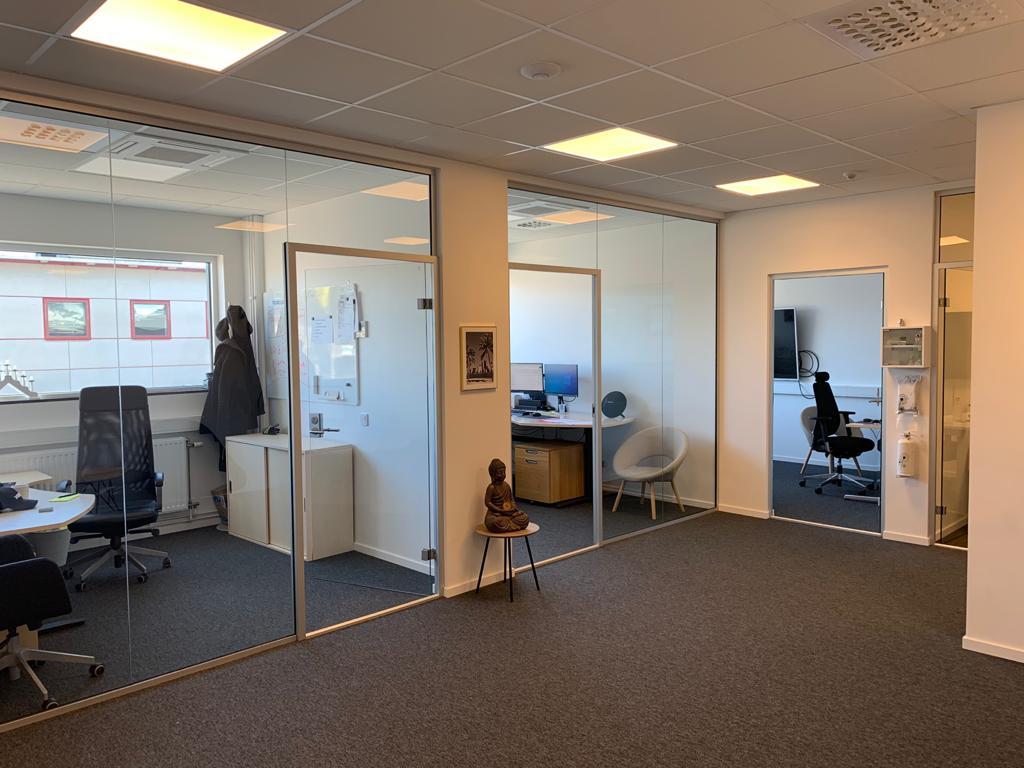 Hyr toppmoderna och nyproducerade kontor/verkstad med ett All-inclusive upplägg.
